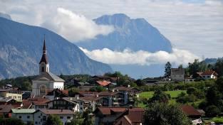 panorama-pueblo-montana-austria
